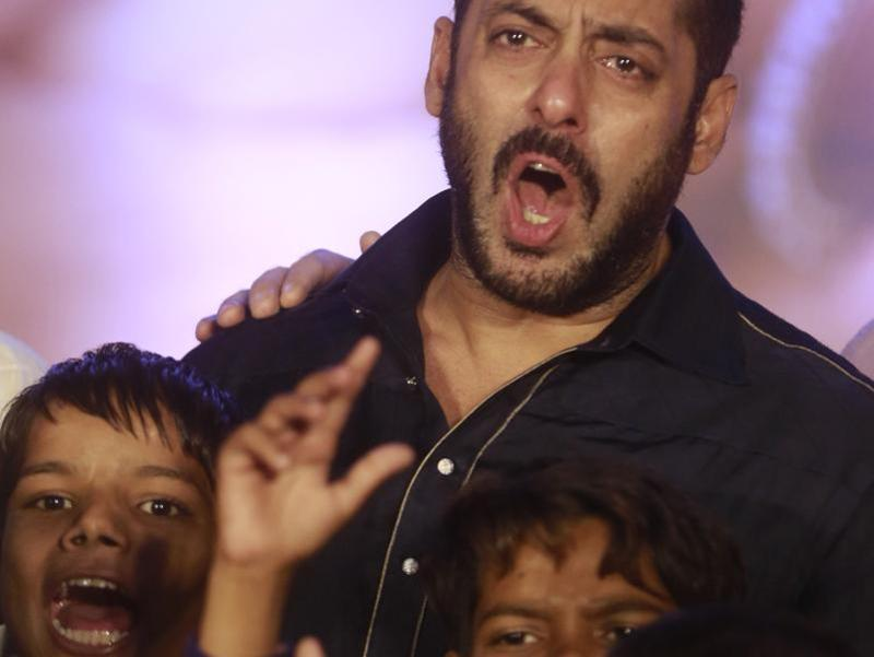 Bollywood actor Salman Khan performs with children from Dharavi in Mumbai on Wednesday, Nov. 11, 2015.  (AP)
