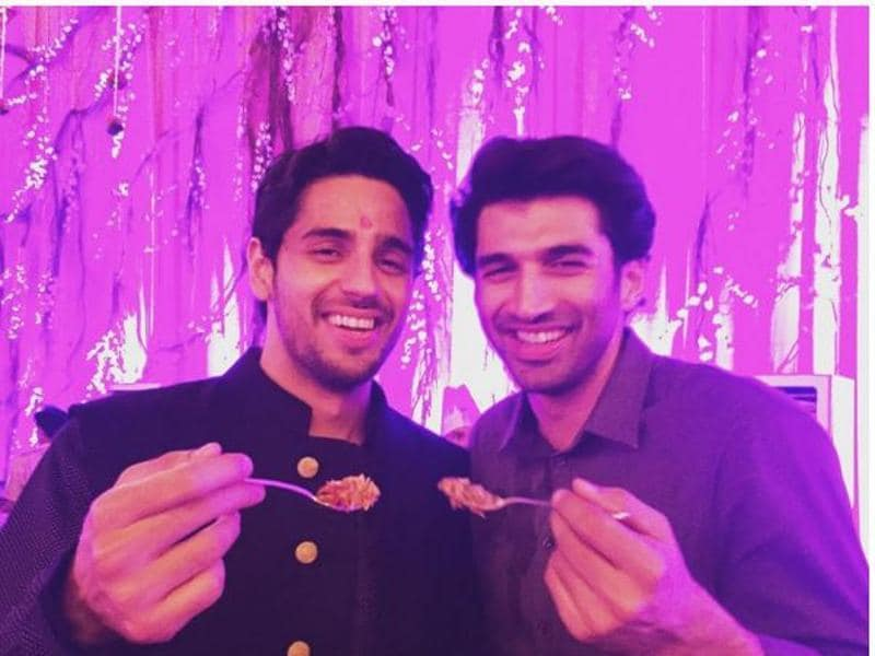 Sidharth Malhotra and Aditya Roy Kapur eating in one plate, because 'ek pyali me khane se dosti badhti hai'! (INSTAGRAM)
