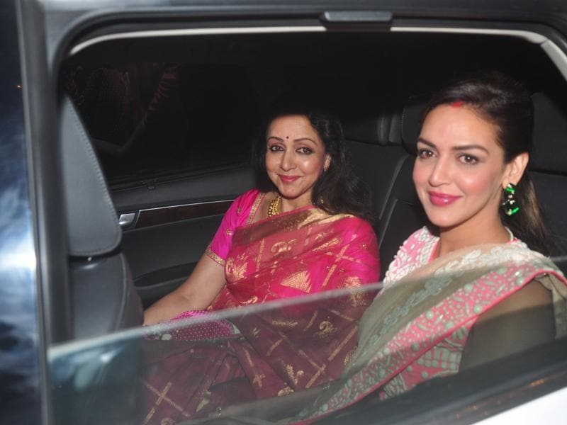 Hema Malini and Esha arrive at  Amitabh Bachchan`s Diwali party on Nov 11, 2015.  (IANS)