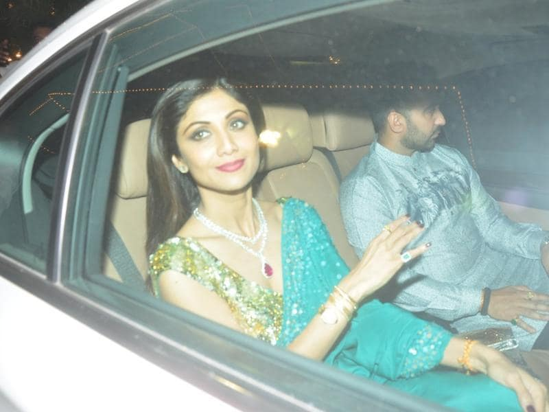 Shilpa Shetty Kundra along with her husband Raj Kundra arrives to attend the Diwali party at Amitabh Bachchan`s residence on Nov 11, 2015.  (IANS)