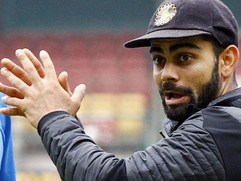 Indian captain Virat Kohli gives tips to players during a practice session at M Chinnaswamy stadium in Bengaluru, Karnataka. India will be playing its 2nd Test match against South Africa from Saturday.  (Ajay Aggarwal/ HT Photo )