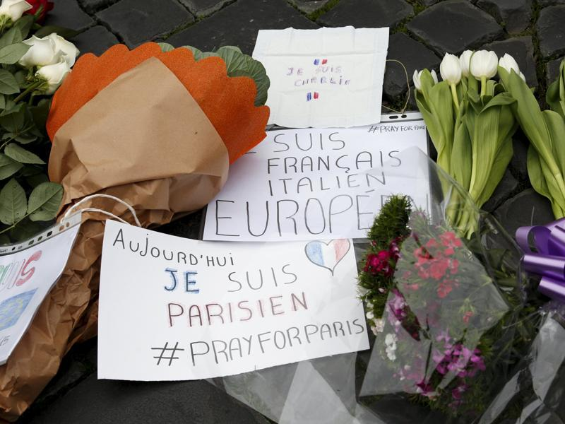Flowers and signs placed in sympathy with the victims of the Paris attacks are seen in front of the French embassy in Rome, Italy November 14, 2015.  (REUTERS Photo)