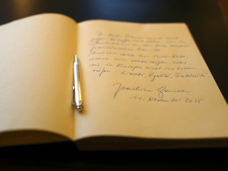 Picture shows the message left by German President Joachim Gauck in the book of condolences at the French embassy in Berlin, Germany, November 14, 2015, after gunmen and bombers attacked restaurants, a concert hall and a sports stadium at locations across Paris on Friday.  (REUTERS Photo)