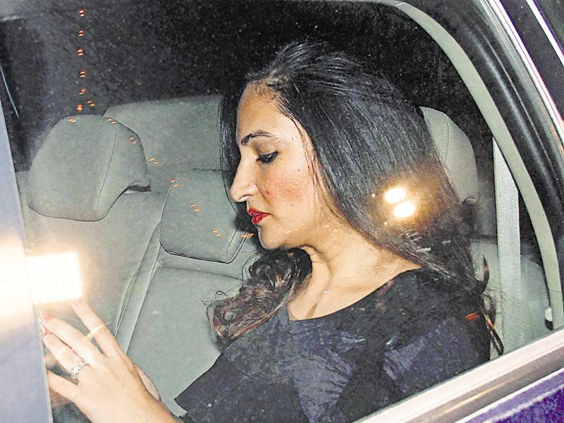 TV star Rakshanda Khan arrives at Sania Mirza's birthday party. (Photo: Yogen Shah/HT)