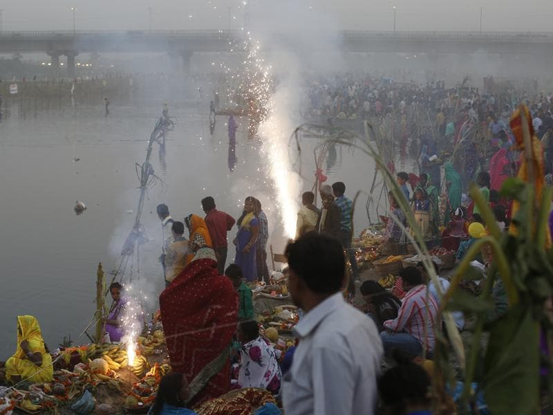 Devotees offer prayers during the Chhath festival at the Kudsia Ghat Near ISBT in New Delhi, on Tuesday. (Ravi Choudhary / HT Photo)