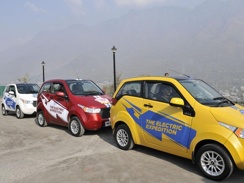 The drive, which is being organised by Mahindra Reva Electric Vehicles, aims to demonstrate the advantages of electric vehicles and propagate zero emission and zero fuel drives. (WASim  Andrabi/HT )