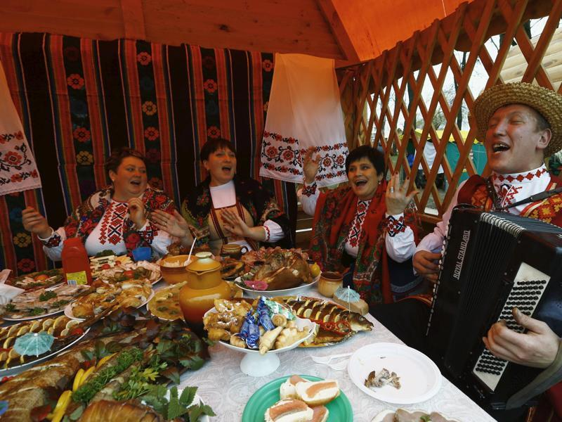People dressed in national clothes sing songs during the harvest festival in Dyatlovo, Belarus. (REUTERS)