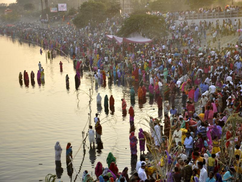 A majority of women who arrived at the banks of river Hindon stayed away from taking the holy dip in the contaminated river water on the occassion of Chhath festival that was celebrated on Tuesday evening in Ghaziabad. (Sakib Ali/HT Photo)