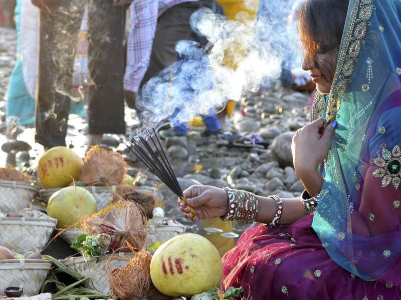 A Hindu devotee offer prayers during the Chhath festival, in Jammu, on Tuesday. (Nitin Kanotra/HT Photo)