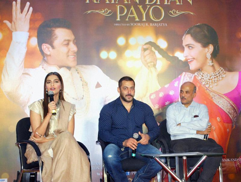 Salman Khan, Sonam Kapoor and Director Sooraj Barjatya  thank the audience for the love and support they have shown for the film Prem Ratan Dhan Payo in Mumbai on Monday.  (PTI)