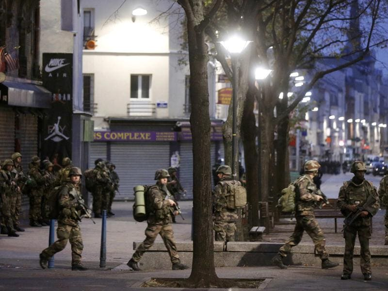 French soldiers secure the area after shots were exchanged in Saint-Denis, France, near Paris, during an operation to catch fugitives from Friday night's deadly attacks.  (REUTERS Photo)