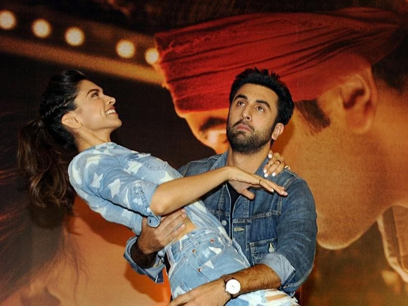Indian Bollywood actors Ranbir Kapoor (R) and Deepika Padukone pose during the promotional press conference for the upcoming Hindi film 'Tamasha' directed by Imtiaz Ali in Mumbai on November 18, 2015. AFP PHOTO (AFP)