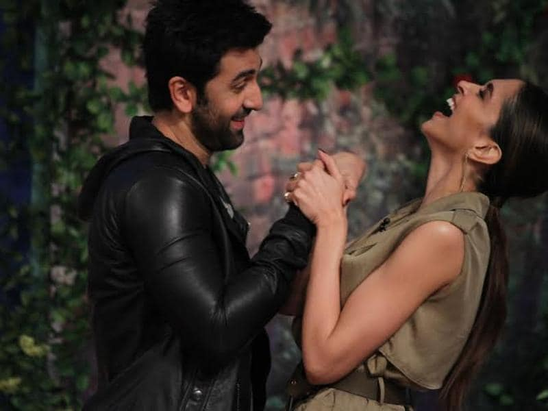 Ranbir Kapoor and Deepika Padukone visited the sets of Comedy Nights with Kapil to promote Tamasha. And during their discussions with the host Kapil Sharma, Ranbir revealed something about Deepika! (COLORS )