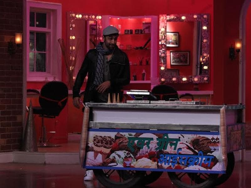 Ranbir apes Dev Anand on the sets of Comedy Nights with Kapil. (COLORS)