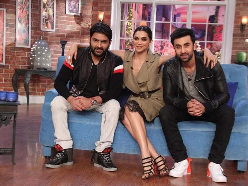 Kapil Sharma is happy to share the couch with Deepika. (COLORS)