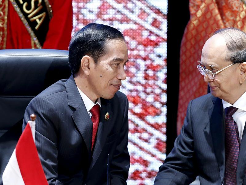 Indonesia's President Joko Widodo (L) and Myanmar's President Thein Sein talk before a Signing Ceremony Against Trafficking in Persons at the ASEAN Summit . (REUTERS)