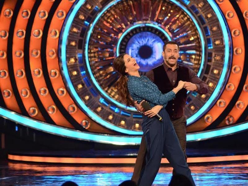 Salman Khan and Deepika Padukone show off some moves on the stage of Bigg Boss 9. (COLORS)