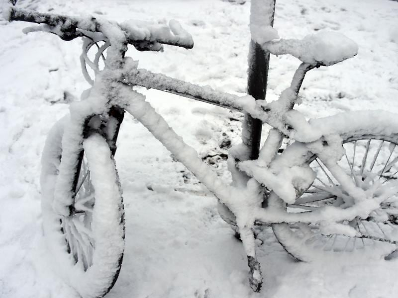 A cycle parked on November 22, 2015 in Hamburg, northern Germany is covered in snow. (AFP)
