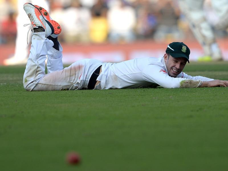 South Africa's AB de Villiers looks on after failing to stop a shot during India's first innings. (AFP Photo)