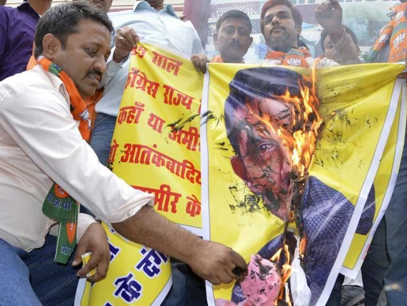 BJP activists burn a poster of Aamir Khan as they protest over the actor's intolerance remark, in Patna on Tuesday.  (Photo by Santosh Kumar/ Hindustan Times)