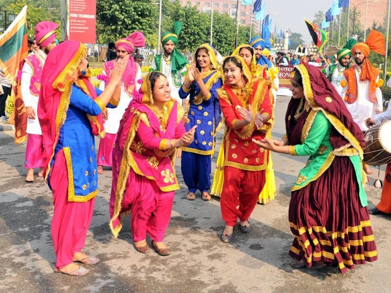 Students of Lovely Professional University performing 'Gidha' during One World at the campus near Jalandhar on Thursday. (Pardeep Pandit/HT Photo)