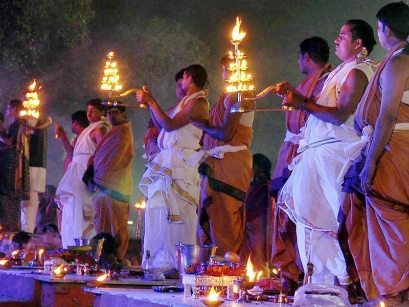 Devotees performing Maha Gomti Arti on the bank of Gomti river in Lucknow on Wednesday. (PTI)