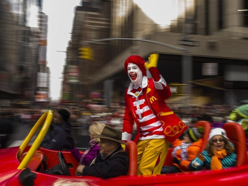 United States celebrated Thanksgiving on November 26, a national holiday with parades and hosting Thanksgiving dinner. Ronald McDonald waves to the crowd during the Macy's Thanksgiving Day Parade, Thursday in New York. Macy is a large US department store company. (AP)