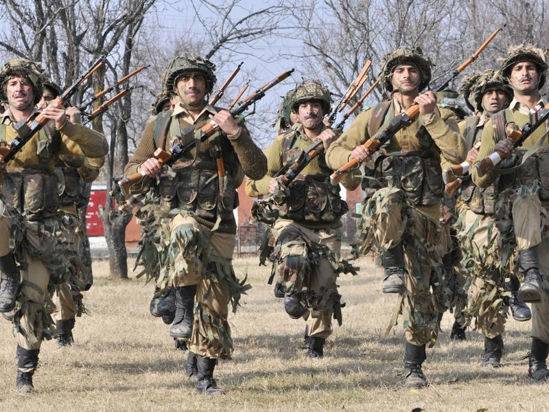 New recruits of the Jammu and Kashmir Light Infantry (JAKLI) training at an army base on the outskirts of Srinagar. (Waseem Andrabi/HT Photo)