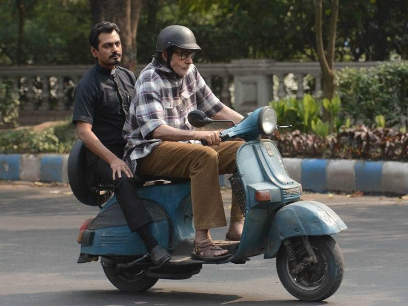 Amitabh Bachchan and Nawazuddin Siddiqui were spotted  shooting for their upcoming film, Te3n, in Kolkata on Nov 29. (IANS)