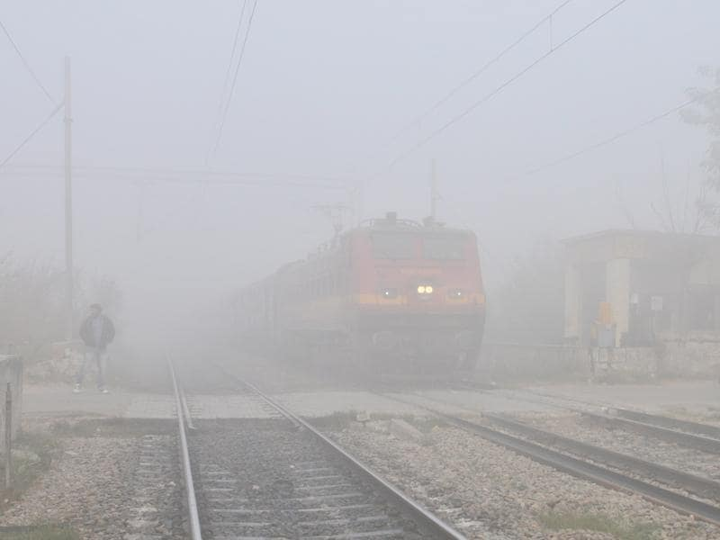 Amarpali Express on its way to New Delhi in dense fog near Jalandhar on Tuesday.  (Pardeep Pandit/HT Photo)