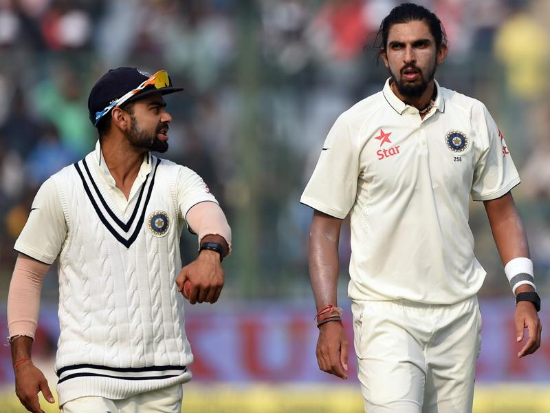 India's captain Virat Kohli (L) talks to pacer Ishant Sharma.  (AFP Photo)