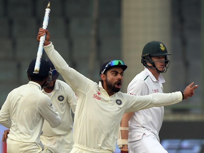 India's captain Virat Kohli takes the wicket in celebration after winning the fourth Test match against South Africa at the Feroz Shah Kotla stadium in New Delhi on December 7, 2015.  (AFP Photo)