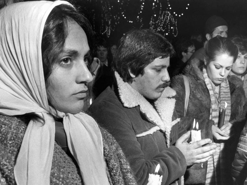 Fans holding a candle-light vigil on Boston Common in Boston on December 10, 1980. (AP)