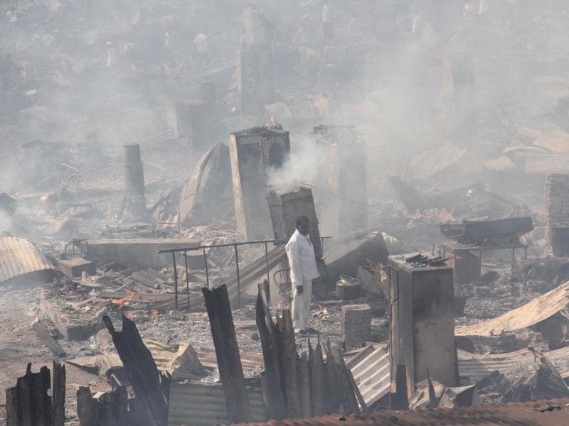 Scene from slums at Damu Nagar where a major fire broke out on Monday. The blaze, which spread across 12 acres, gutted around 2,000 shanties, leaving nearly 10,000 people homeless. (Pramod Thakur/ HT Photo)