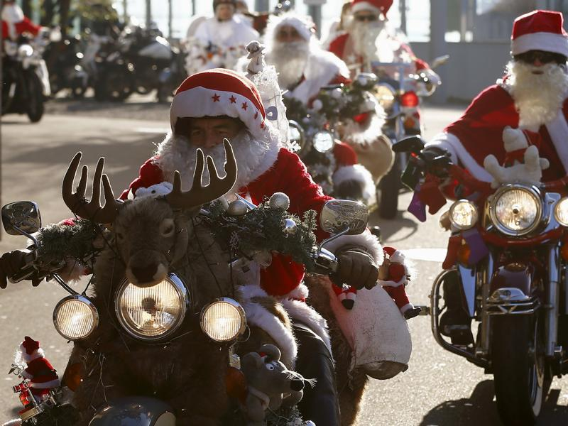 Harley Davidson bikers dressed as Santa Claus take part in a charity ride in Zurich, Switzerland December 6, 2015.  (REUTERS)