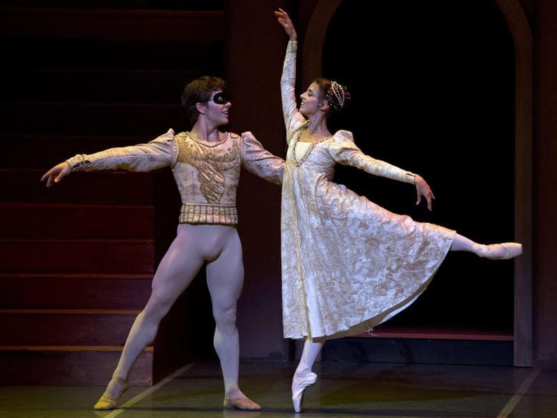 Uruguayan dancers Gustavo Carvalho (L) and Maria Noel Riccetto perform in the roles of Romeo and Juliet during a ballet performance in Montevideo on December 4. (AFP)