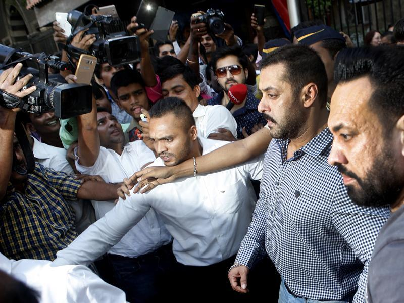 Salman Khan coming out of the Bombay high court amid his fans and others after being acquitted in hit and run case in Mumbai on Thursday. (Arijit Sen/HT Photo)