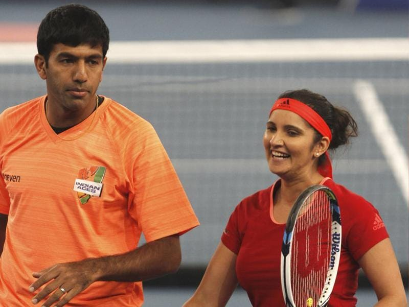 India's Sania Mirza of the Indian Aces  and compatriot Rohan Bopanna during the International Premier Tennis League (IPTL) tennis match between Indian Aces and Philippine Mavericks in New Delhi. (HT Photo)