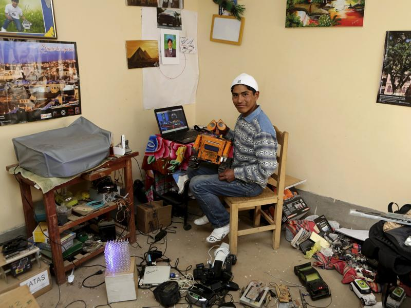 Bolivian student Esteban Quispe, 17, built the WALL-E robot using materials he obtained from a rubbish dump in the town located in the Andean highland region.  (REUTERS)