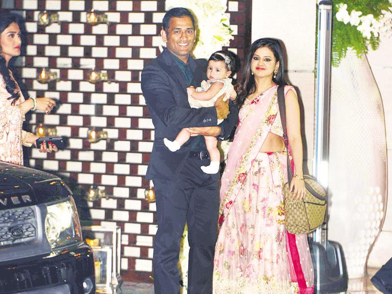 Mahendra Singh Dhoni with wife Sakshi Dhoni and daughter Ziva Dhoni. (HT Photo)