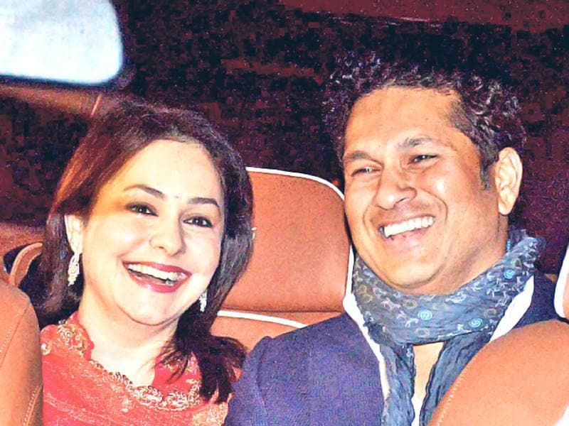 Rohit's wedding had the who's who of tinsel town making their presence felt. Here's the legend of the game Sachin Tendulkar with his wife Anjali attending the wedding. (HT Photo)