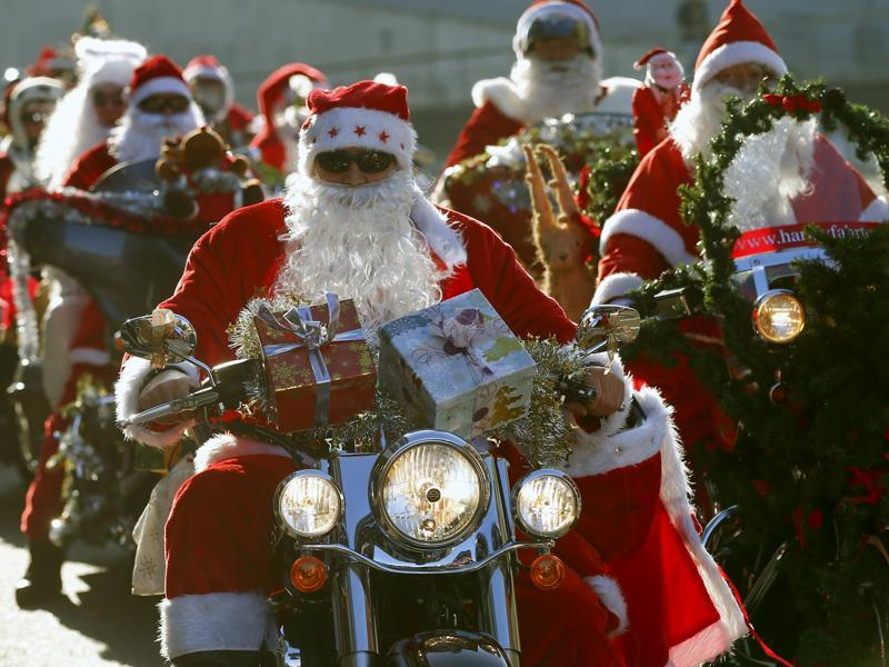 Harley Davidson bikers dressed as Santa Claus take part in a charity ride in Zurich, Switzerland, December 6, 2015. (REUTERS)
