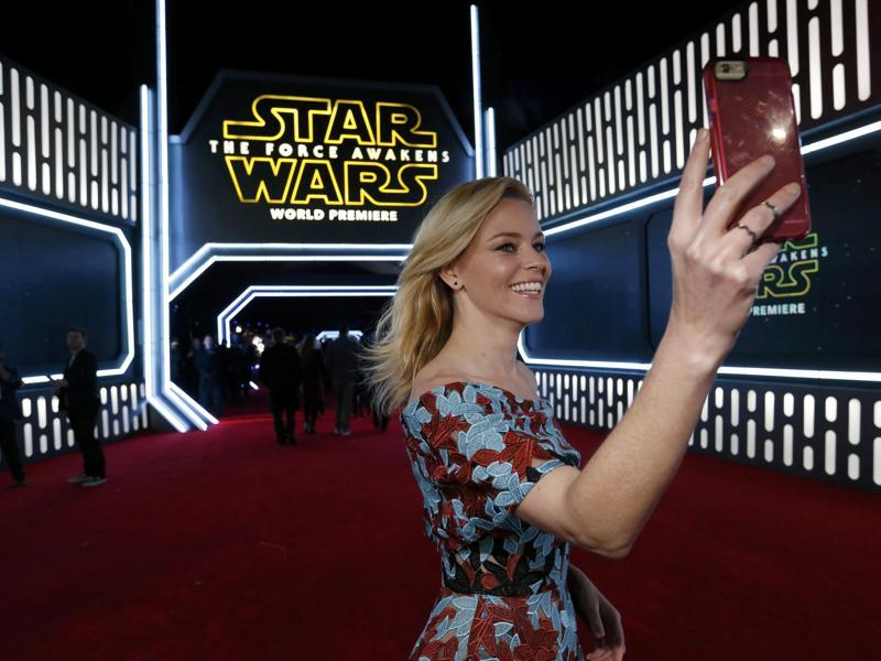 Actor Elizabeth Banks takes a selfie as she arrives at the premiere of Star Wars: The Force Awakens in Hollywood. (REUTERS)