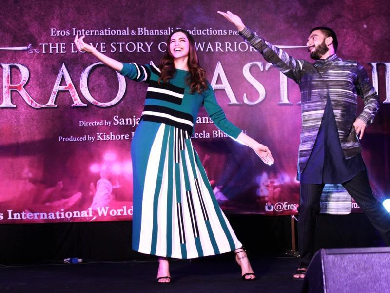 And Ranveer Singh can't keep his eyes off Deepika Padukone even as they perform during the promotions of Bajirao Mastani. (IANS)