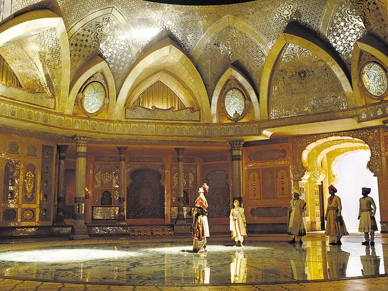 Aina Mahal: Over 4,000 planks and countless pieces of mirrors, which were sourced from Jaipur, were used to create this set. It was built on the lines of the one used in the film, Mughal-e-Azam (1960). To give it a 3D effect, combinations of convex and flat mirrors were used, creating a lotus formation.