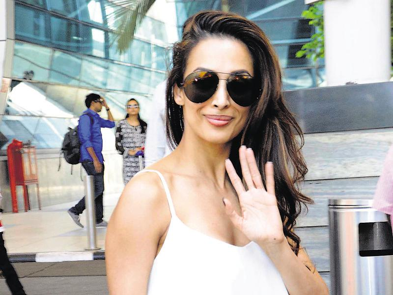 Malaika Arora Khan sports ripped jeans as she is spotted at Mumbai airport. (photos: yogen shah/HT)