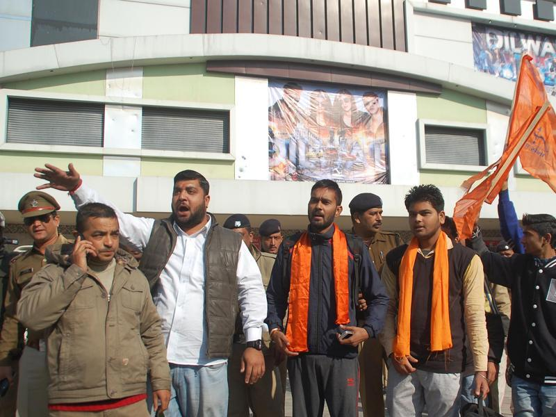 Volunteers of Yuva Sena protesting against Shah Rukh Khan's film Dilwale in Dehradun, India, on Friday, Dec 18, 2015.,  (HT Photo)