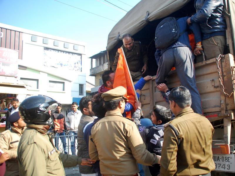 Volunteers of Yuva Sena being taken away by the police after their protest against Shah Rukh Khan's film Dilwale in Dehradun, India, on Friday, Dec 18, 2015 (HT Photo)
