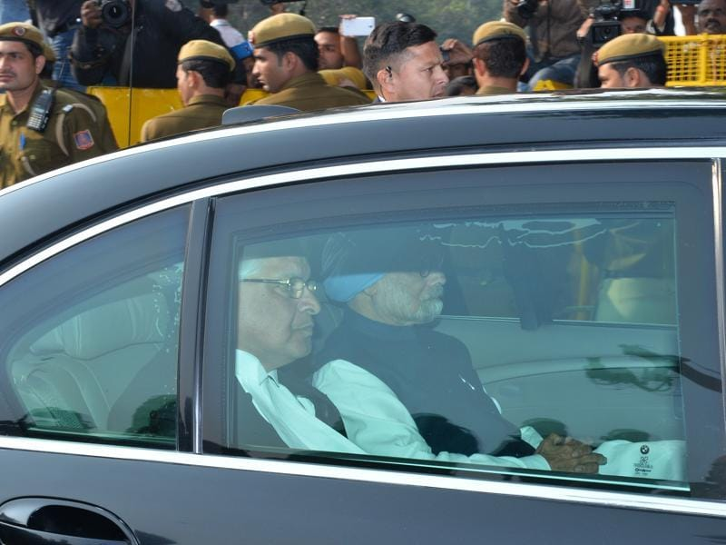Former prime minister Manmohan Singh sits in a vehicle as he arrives at Patiala House court.  (AFP)