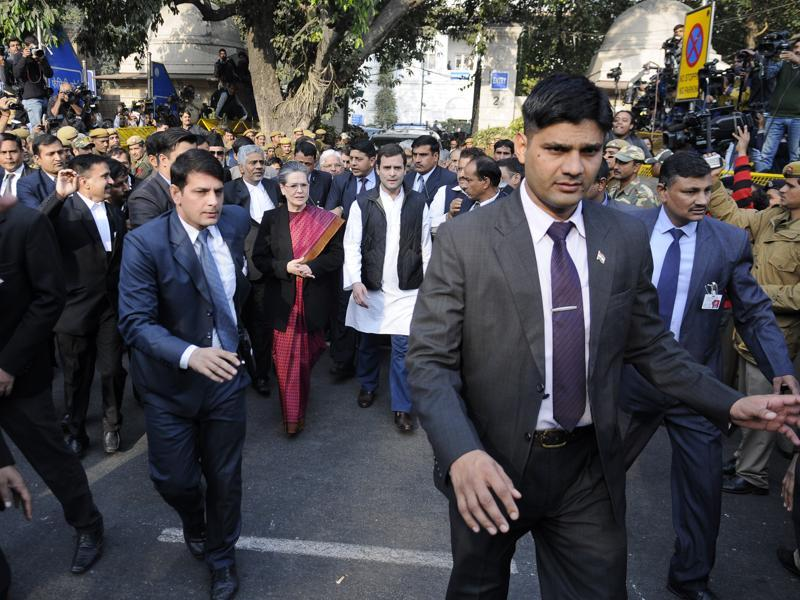 Congress chief Sonia Gandhi and party vice-president Rahul Gandhi come out of Patiala House court after the court granted bail to both the leaders in National Herald case.  (Sushil kumar/ht photo)